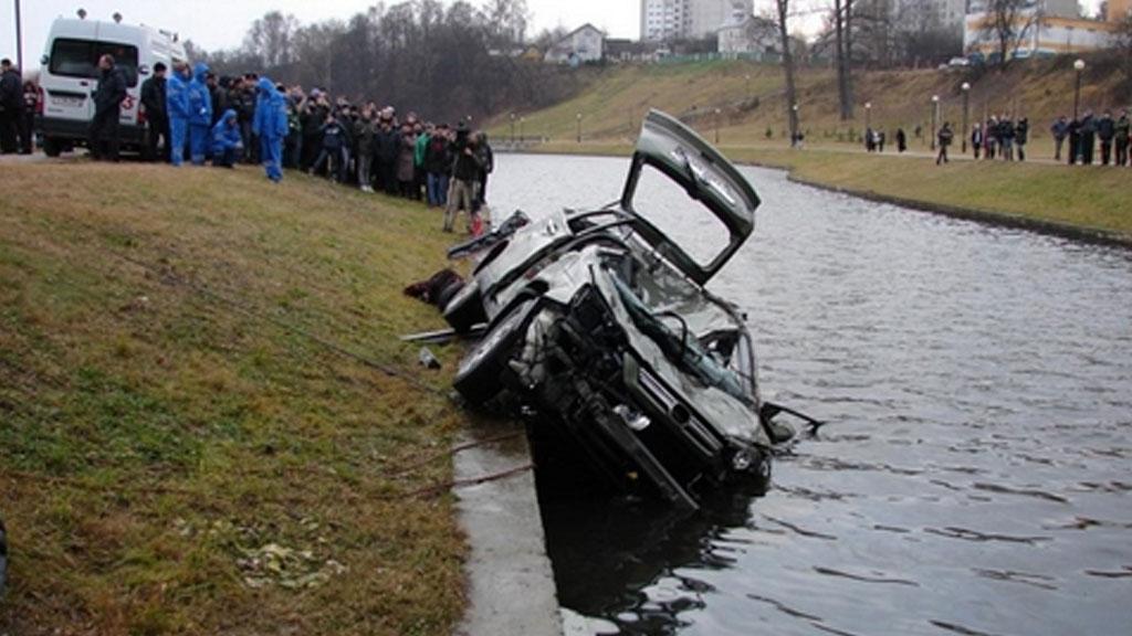 ВХМАО машину снесло вреку вместе сгрунтом: трое погибших
