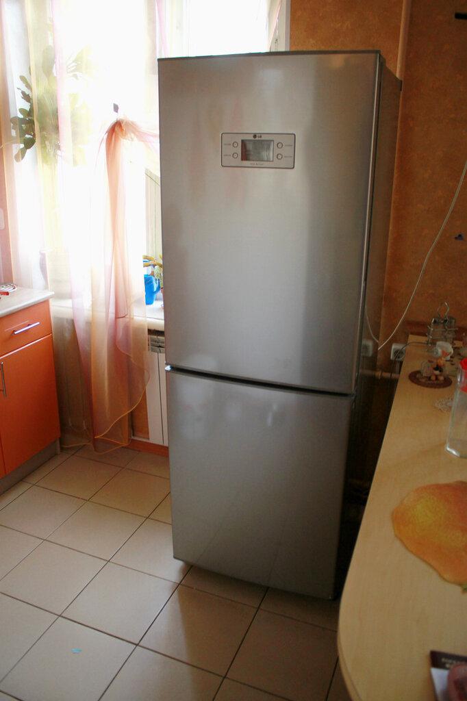 От перепада напряжения в сгорел холодильник