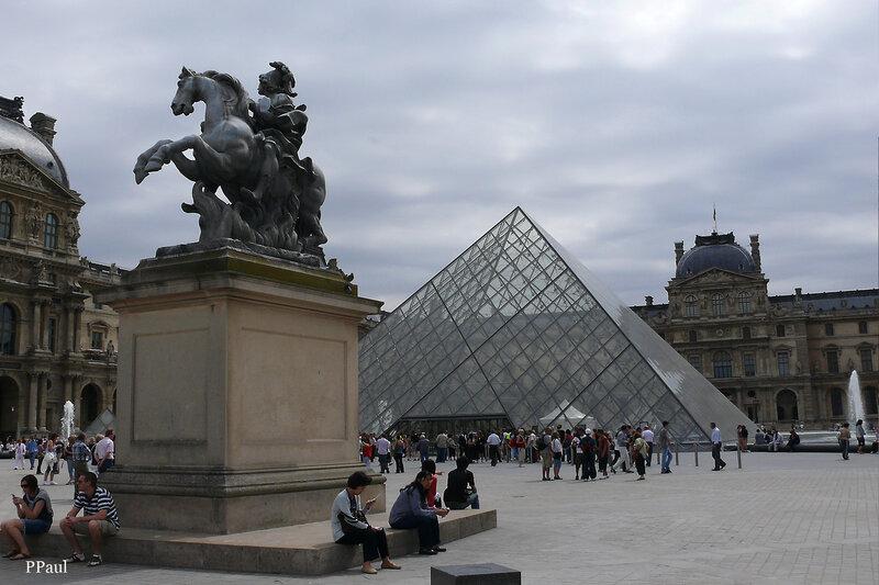 Париж 2008 пирамида Лувра