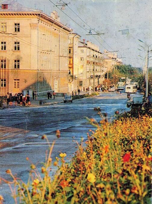 Два Троллейбуса ЗиУ-5 на ул. Фрунзе, 1972-73, фото Л.Казанцева