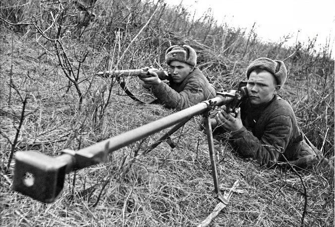25.Гв. сержант бронебойщик Д. Кугин подбил уже 2 танка Юго Западный фронт.jpg