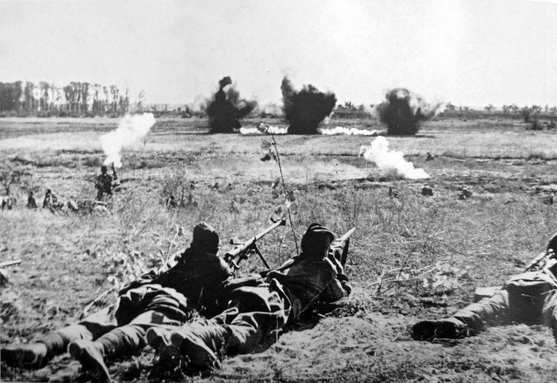 42.Советские солдаты перед атакой под Сталинградом.jpg