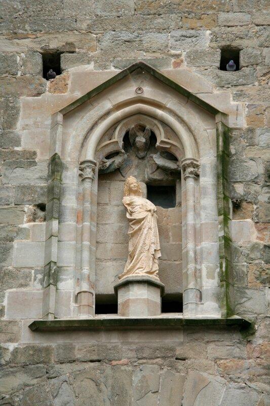 Статуя Богоматери на Нарбонских воротах