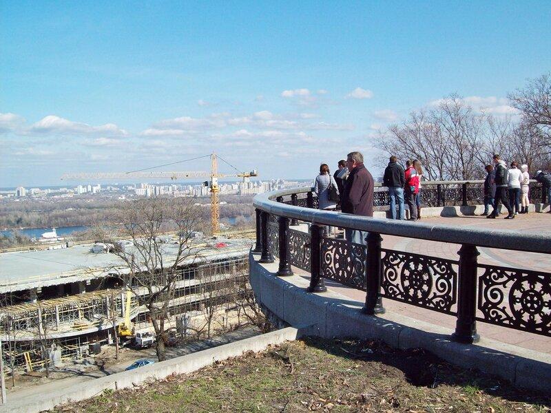 На площадке обозрения Мариинского парка
