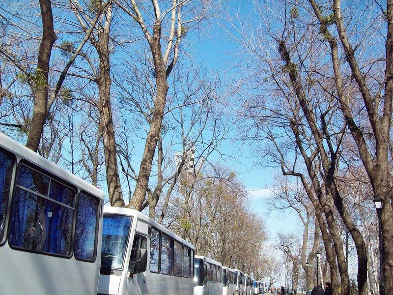 Милицейские автобусы возле стадиона Динамо