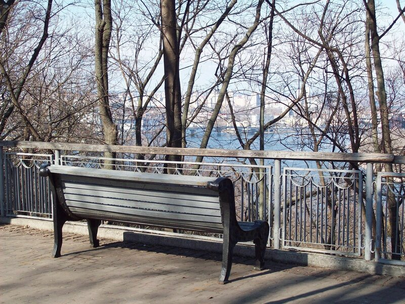 Парковая скамейка в Хрещатом парке