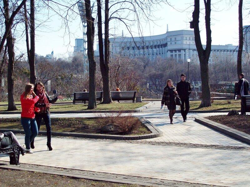 Вид на Кабмин из Хрещатого парка