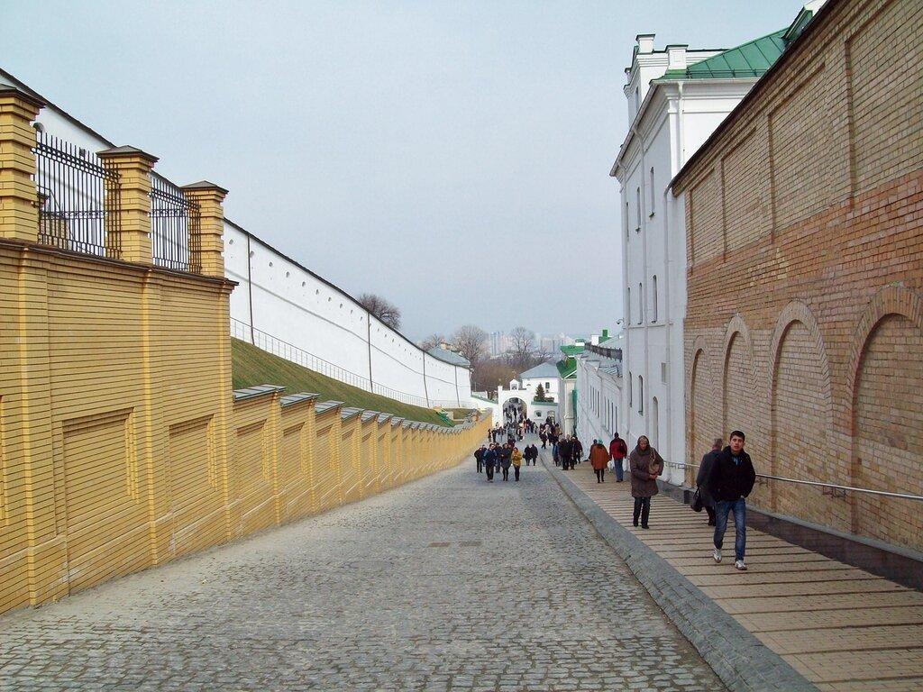 Проезжая часть Ближнепечерской улицы