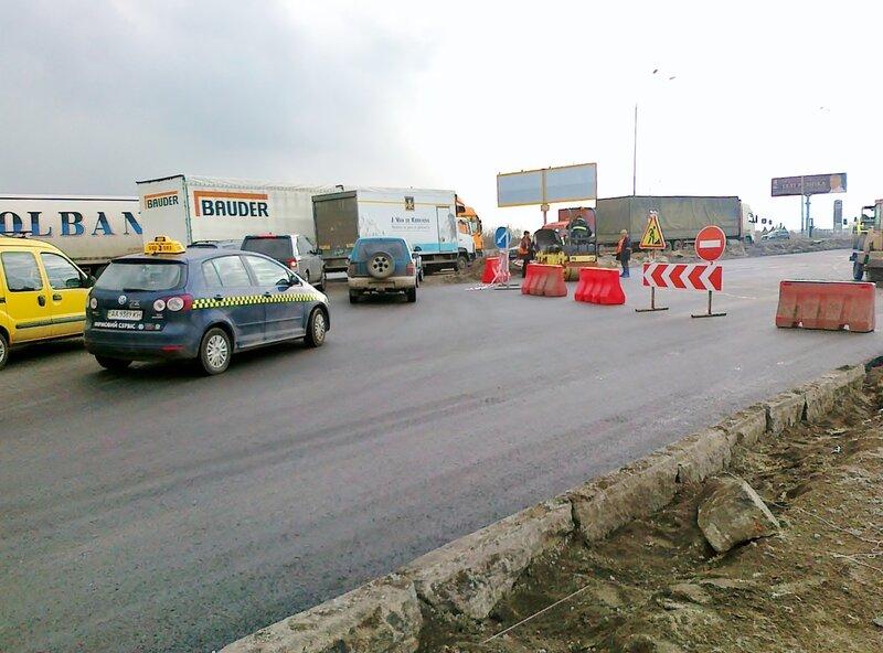 Дорожные работы на проспекте Бажана
