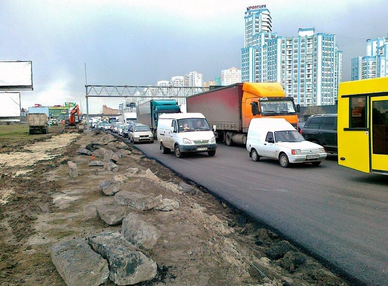 Дорожная пробка на проспекте Бажана