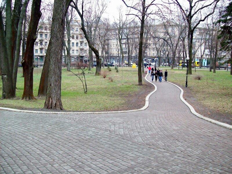 Дорожка Мариинского парка