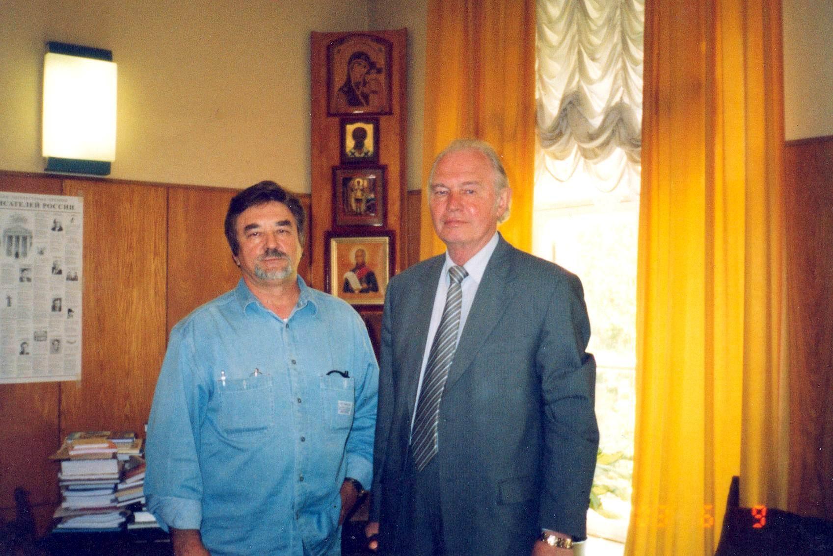 Евгений Чебалин и Председатель Союза  писателей России В. Ганичев