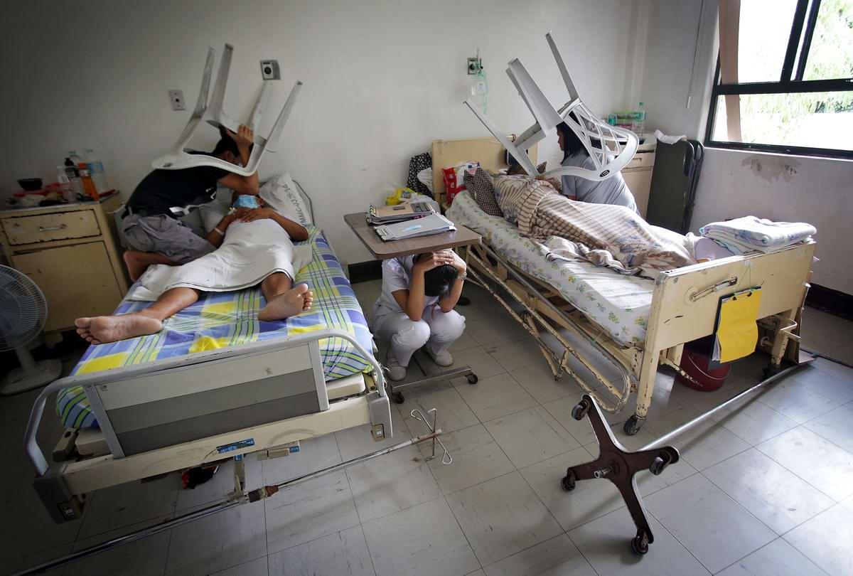 Как вести себя во время землетрясения: Учения в одной из больниц столицы Филиппин
