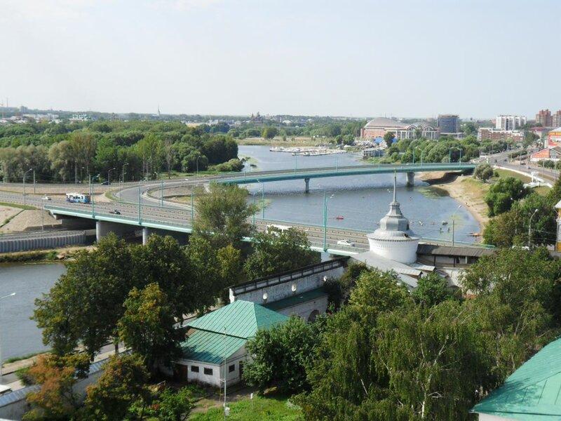 Восстановлено движение по мосту через Которосль.