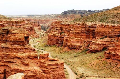 Дорога на дне каньона
