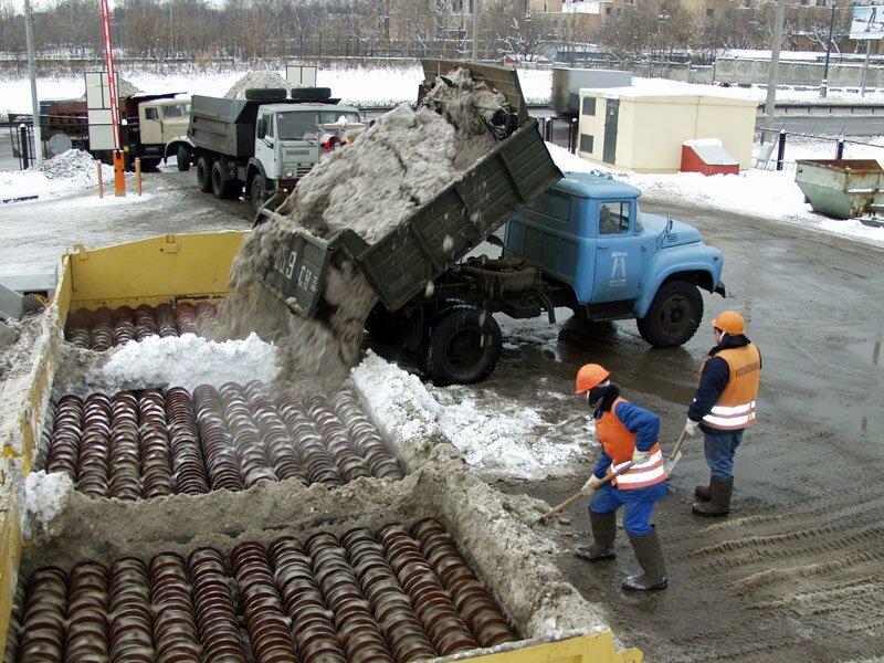 Реагент на основе бишофита, которым нынешней зимой коммунальные службы столицы собираются поливать обледеневшие...