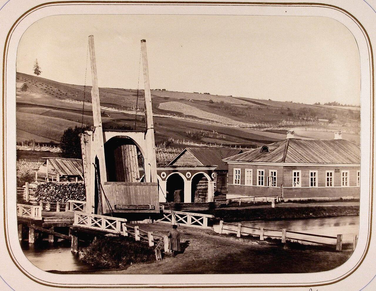 Вид на Рязанский мост и казармы
