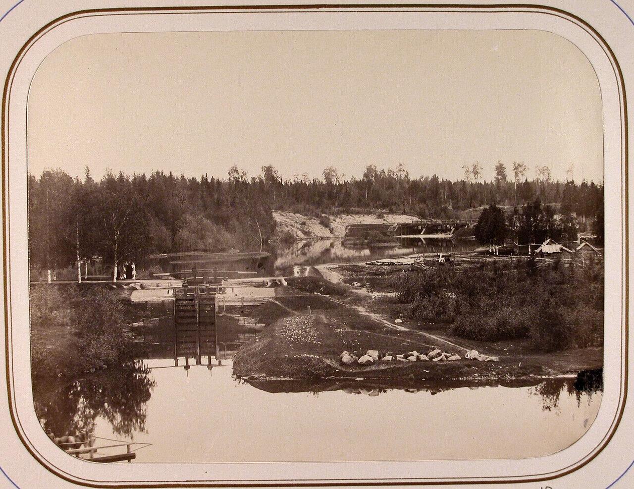 Вид на Саратовский шлюз и Томскую плотину