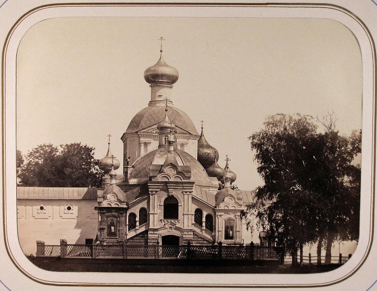 Вид часовни Чудотворной иконы Божьей матери Успенского Тихвинского мужского монастыря