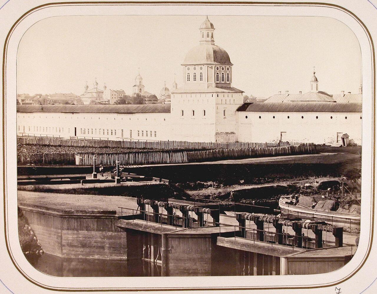 Вид части плотины и шлюзов у стены Успенского Тихвинского монастыря