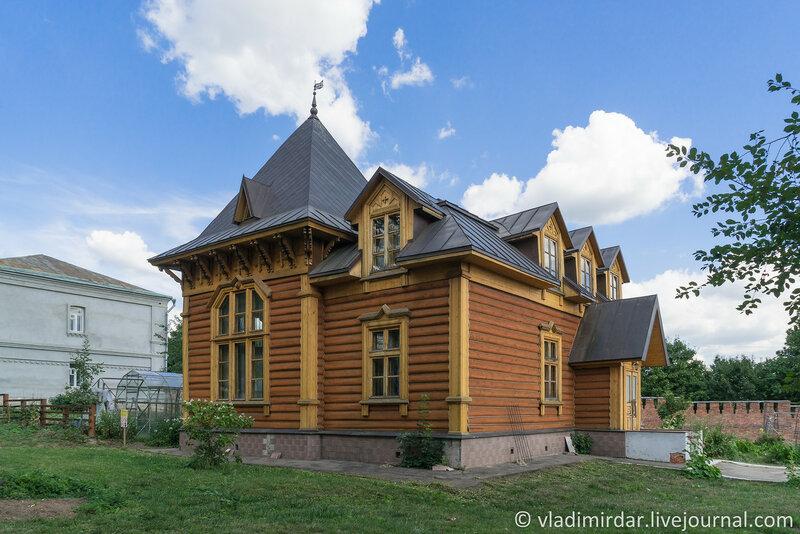 Архирейский домик. Крестовоздвиженский монастырь.