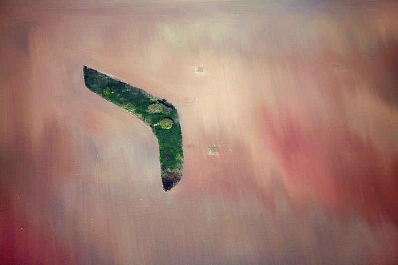 Grüne Bumeranginsel im Ackermeer