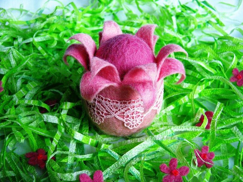 Розовое яйцо из войлока. Пасха.