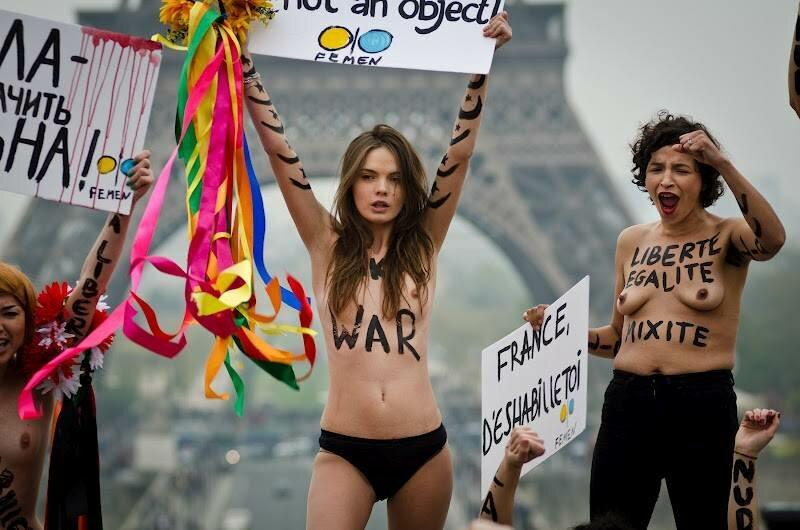 Голая значит свободная. Акция FEMEN в Париже 31 марта. Фотографии