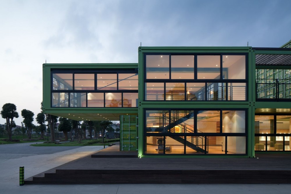 shipping-containers-architecture-tony-s-farm-playze-8.jpg
