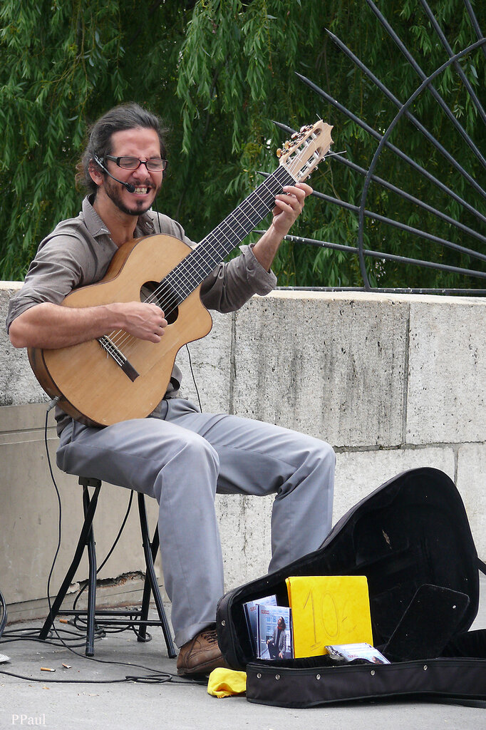 Париж, Париж, Париж.....уличный музыкант