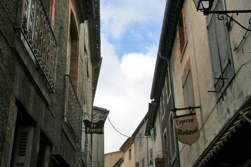 Улочки и дома внутри крепости Каркасон