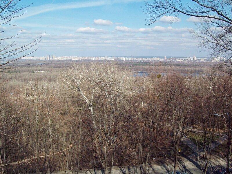 Вид на левобережье от стадиона Динамо