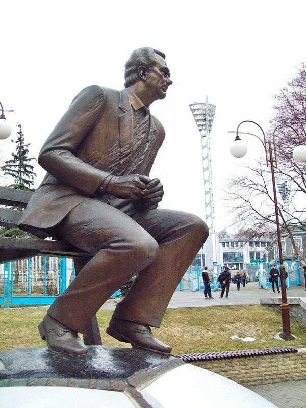памятник лобановскому