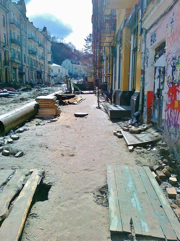 тротуар Андреевского спуска на реконструкции