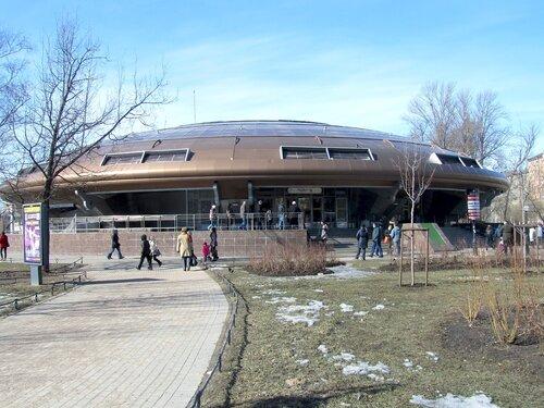 """Наземный павильон станции метро """"Горьковская"""" В Санкт-Петербурге."""