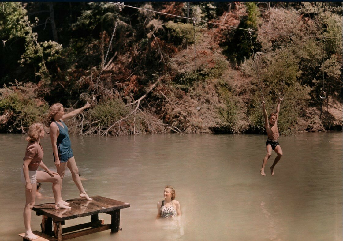 1938. США. Люди на Рашен-Ривер в Калифорнии