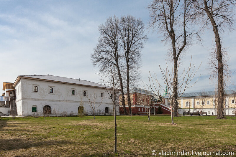 Кельи над погребами, Палаты бояр Романовых и Братский корпус. Ипатьевский монастырь. Кострома.