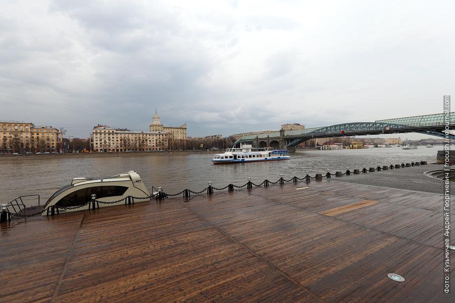 У причала Центрального парка культуры и отдыха 20 апреля 2012 года