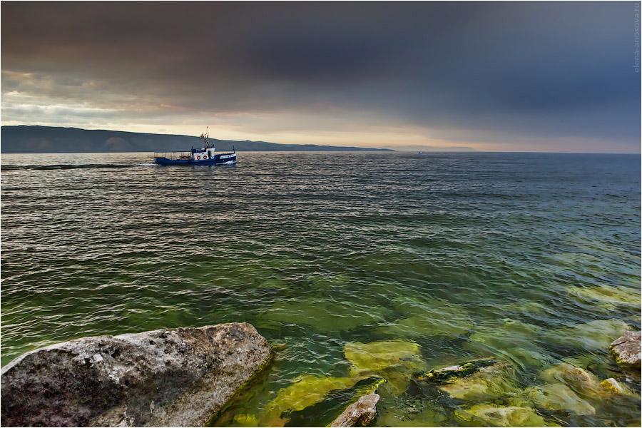 Байкал. Ольхон. Корабль и глубина