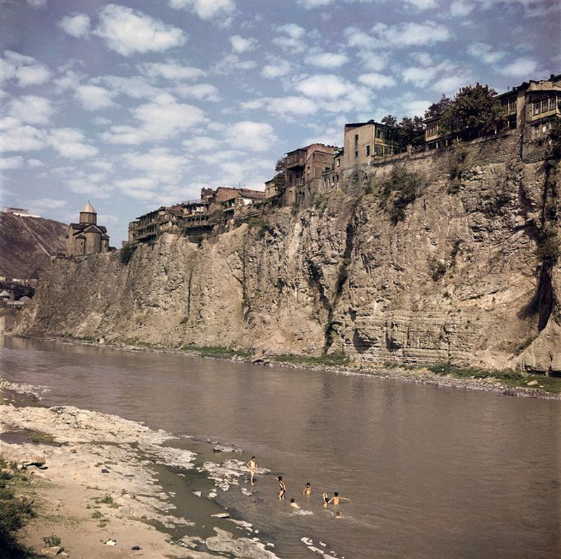 Tbilisi, 1947. Children swimming along the banks of the Kura River.jpg