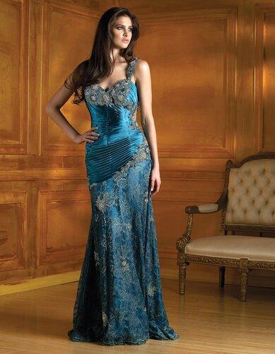 Длинные вечерние платья из коллекций 2012 года пользуются особым...