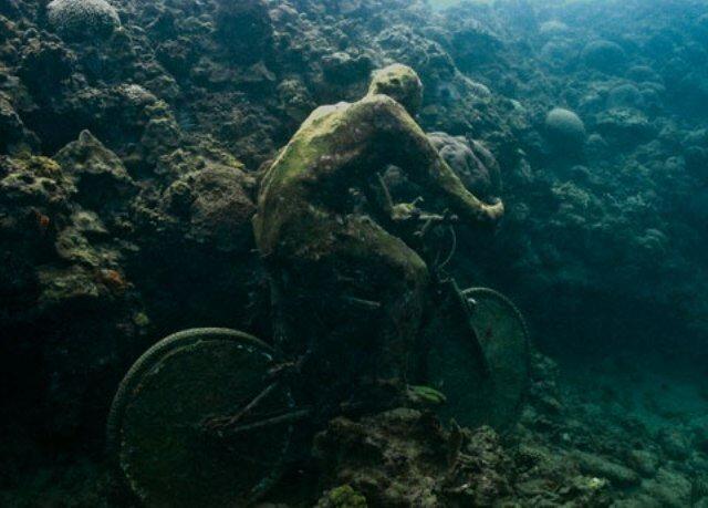 Люди под водой