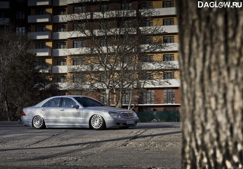 Mercedes-Benz S500 (w220).  Глядя на этот мерседес многие подумают о том, что у него просто убилась пневмоподвеска...