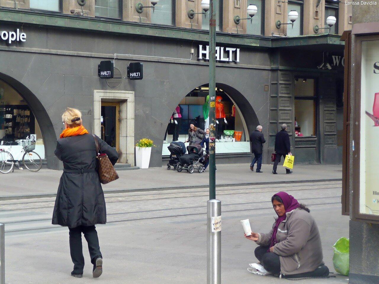 Десант румынских цыган. В центре города.