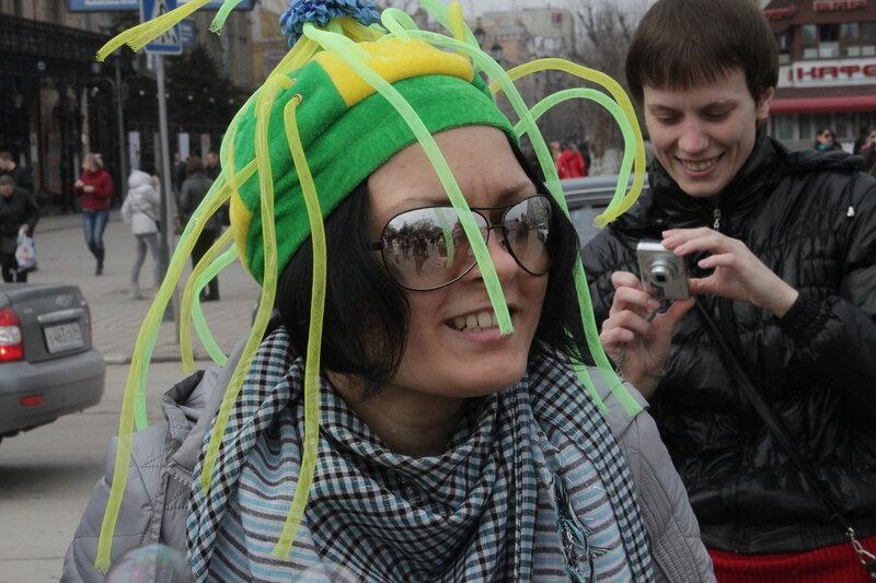 Зелёный человечек. День мыльных пузырей в Саратове, 08 апреля 2012 года.