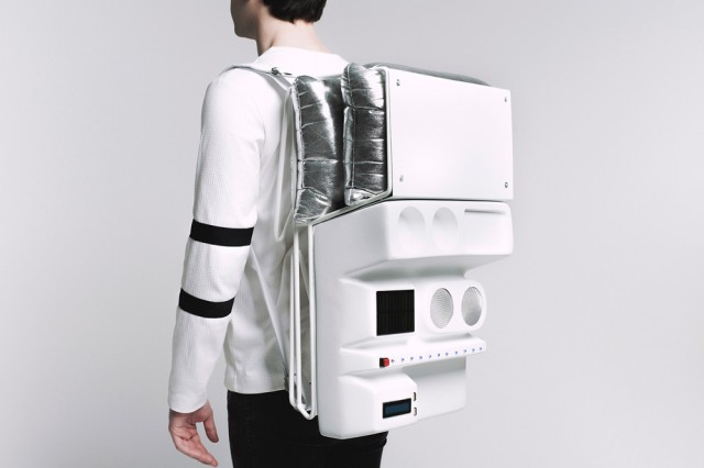 Astronaut-Like Technopicnic Backpack (7 pics)