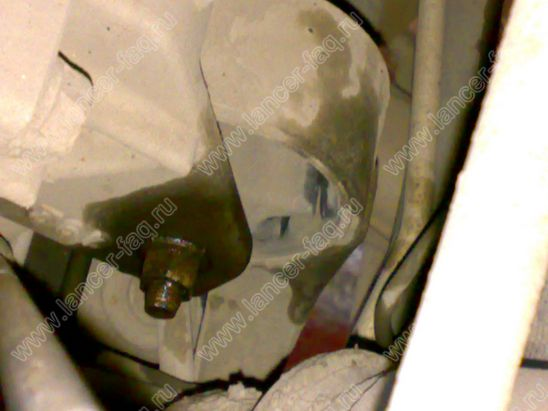 Замена опоры двигателя Lancer