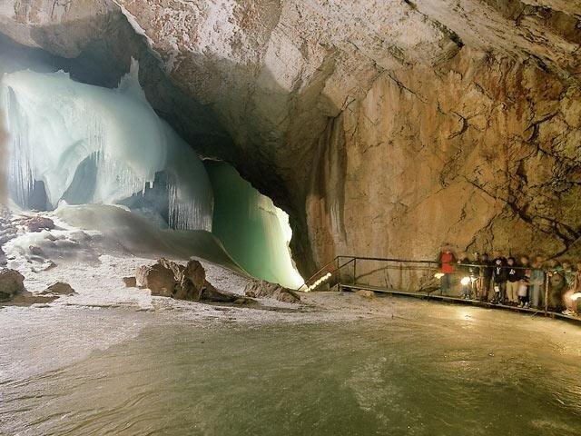 ледяные пещеры айсризенвельт