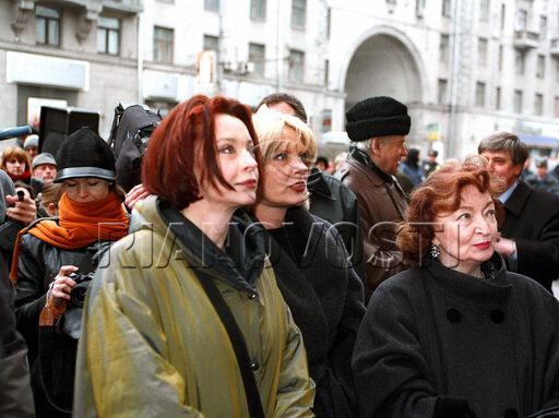 Лидия, Марианна и Анастасия Вертинские на церемонии открытия мемориальной доски Александру Вертинскому.