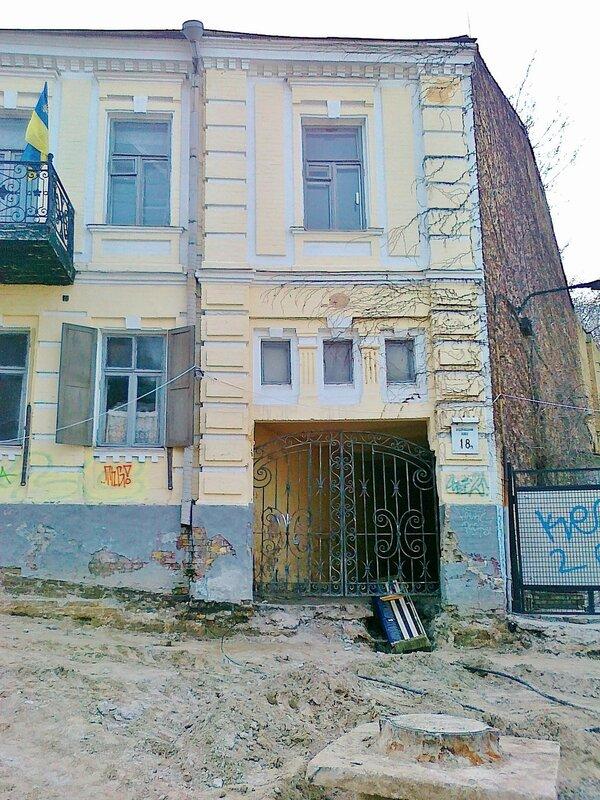Дом напротив музея Булгакова